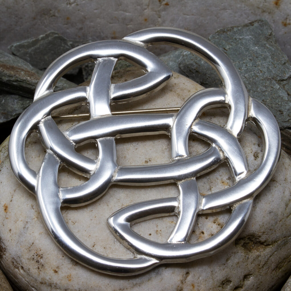 Lugh's Knot Brooch in Pewter, size Large