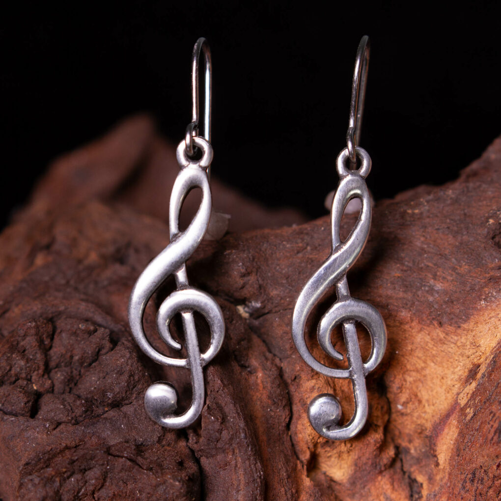 a pair of treble clef earrings in pewter