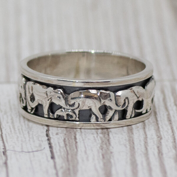 Silver elephant spinning ring